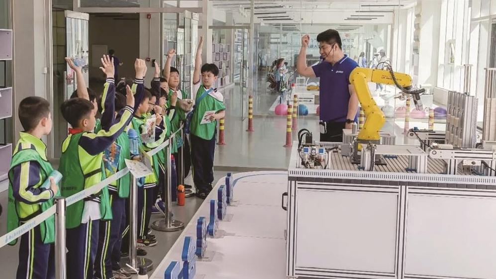 高新区唐山新禾机器人研学游基地:走近机器人 启迪童年遇见未来