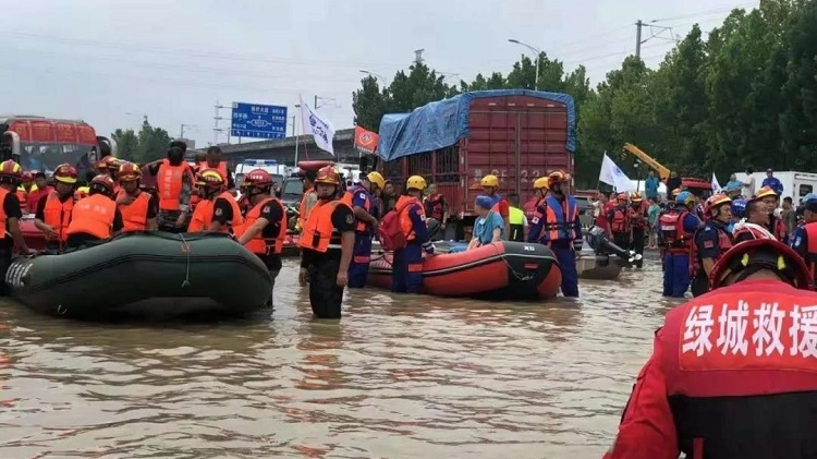 玉田绿城社区救援队抵豫参与抗洪抢险