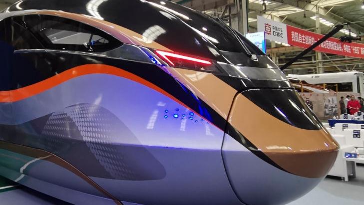 采用全自动无人驾驶!新型都市快轨列车在唐山下线